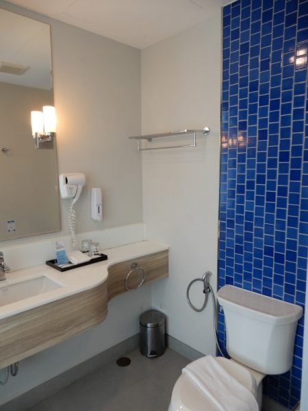 Holiday Inn Express Krabi Ao Nang Beach Guest Room Bath