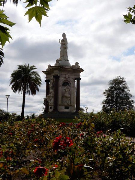 queen victoria statue melbourne